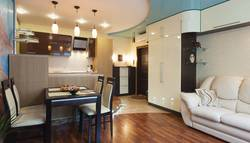 Натяжной потолок в гостиной-столовой
