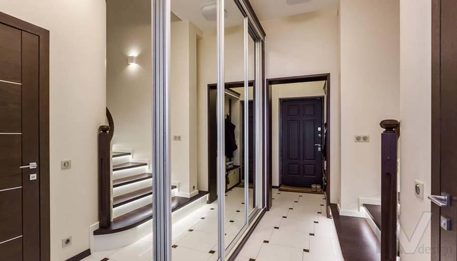 Фото прихожей и лестничного холла в таунхаусе Павлово - 1
