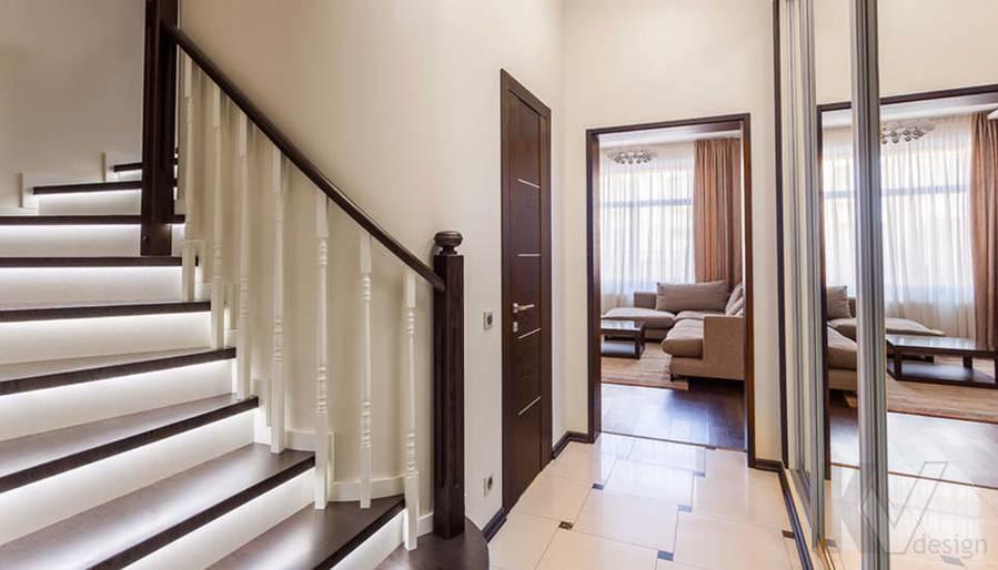 Фото прихожей и лестничного холла в таунхаусе Павлово - 3
